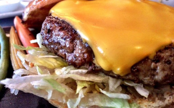 Quick Take : Social Hour Burger at Robard's